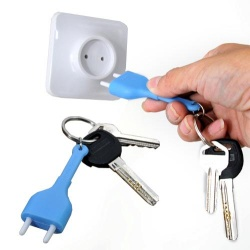 Creative unplugged the power key chain socket key anti-lost seat color random